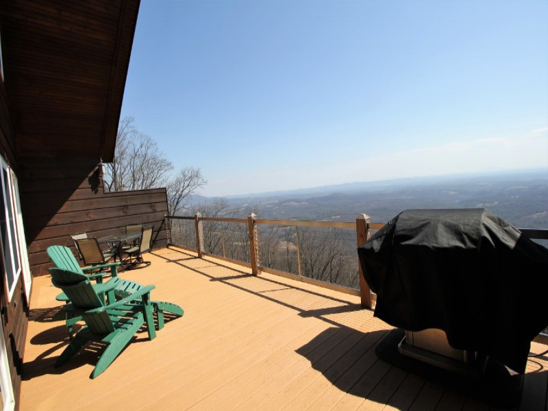 Left View of Top Deck with Mountain View - 800x600