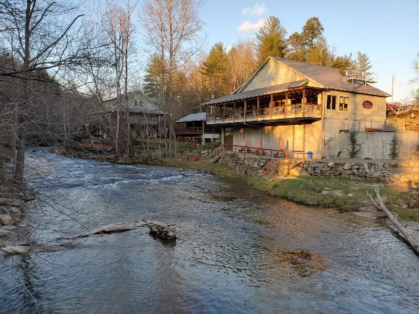 Restaurant Across Roaring River